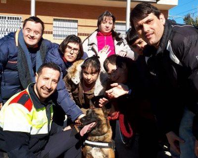 Activitat amb la Unitat Canina